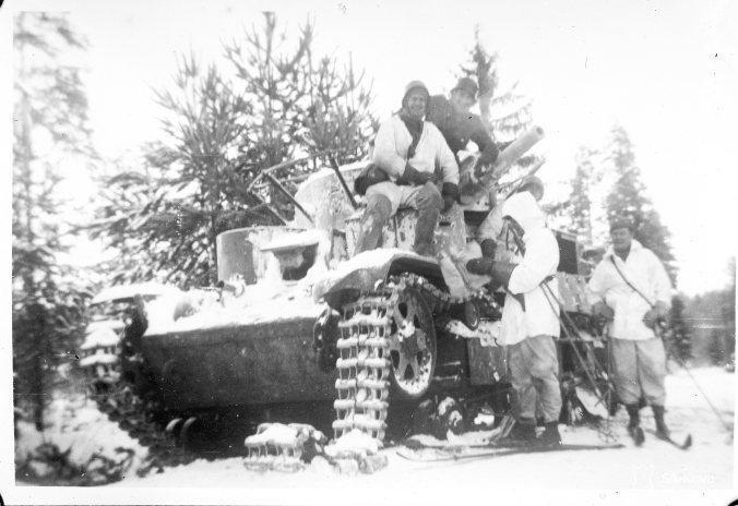 Summan taisteluissa vallattu T-28-panssarivaunu. SA-Kuva.