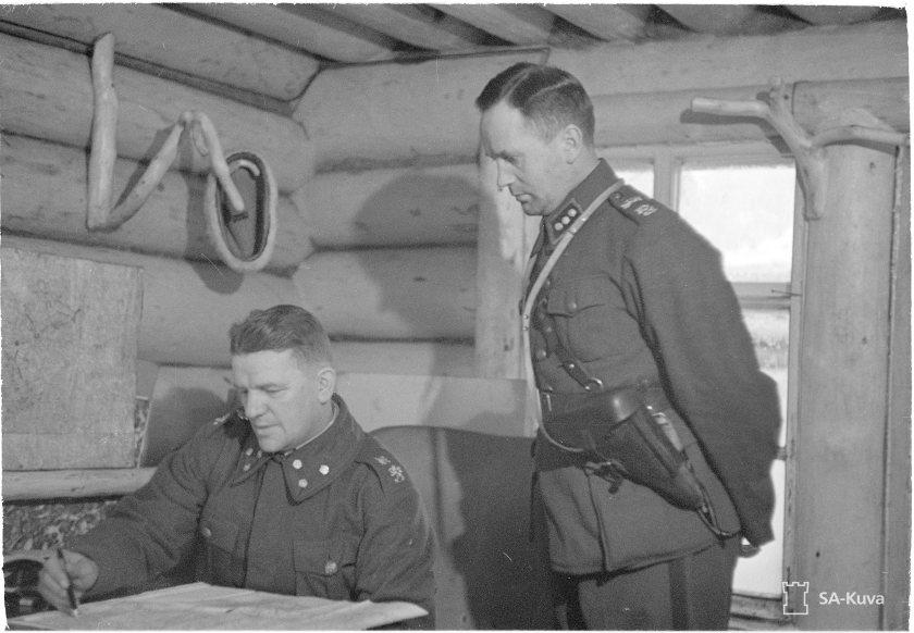 Eversti Pajari korsussaan Aittojoella helmikuussa 1940. SA-Kuva.