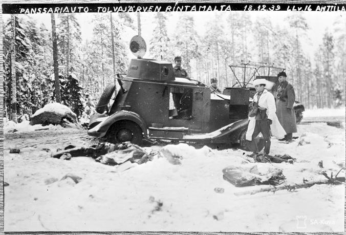 Vallattu panssariauto Tolvajärven suunnalla 18.12.1939. SA-Kuva.