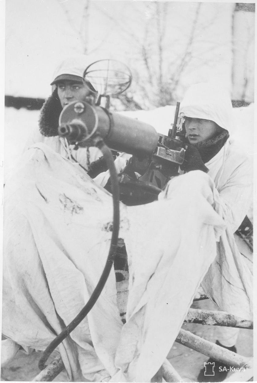 Ilmatorjuntakonekivääri tuliasemassa. SA-Kuva.