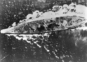 Taistelulaiva Yamato lokakuussa 1944. Kuva: U.S. National Archives.