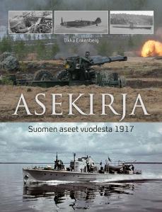 Asekirja esittelee yli 100 Suomen armeijan käytössä ollutta asetta vuodesta 1917 tähän päivään.