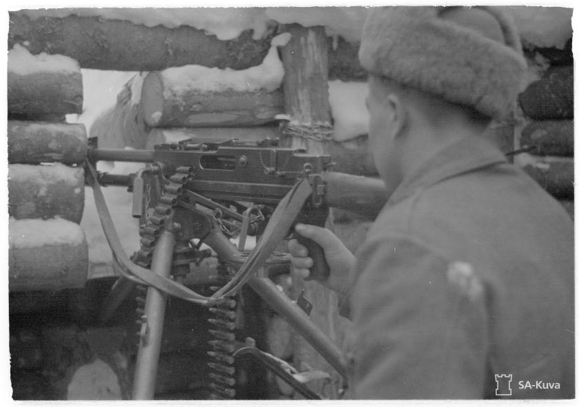 L-41 tuliasemassa Syvärillä joulukuussa 1941.